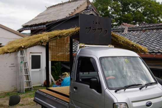 軽トラBAR 茅葺き屋根OPEN時