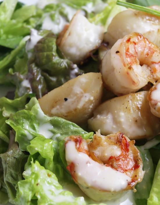 海鮮たっぷりのサラダ