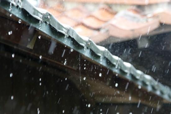 雨の日の軒