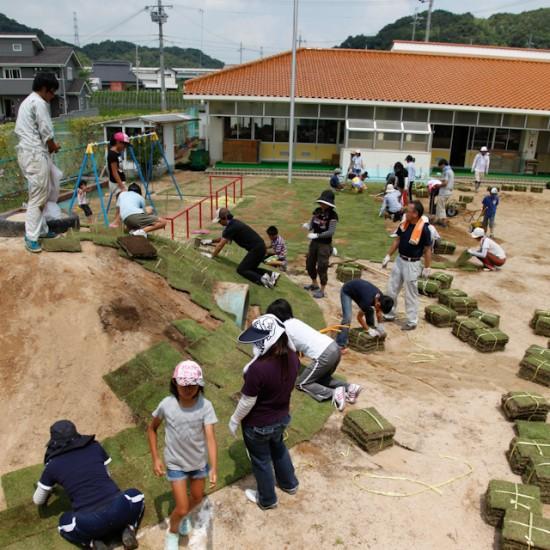 淡河好徳幼稚園の芝生化
