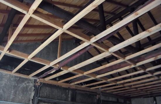 古民家の天井をぶち抜く